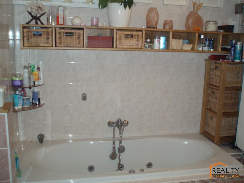 Koupelna s masážní vanou