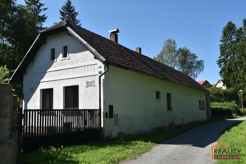 pohled na dům zepředu